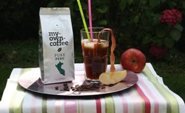 my-own-coffee Pure Peru als eiskalter Espresso mit Apfelsaft und Eiswürfeln