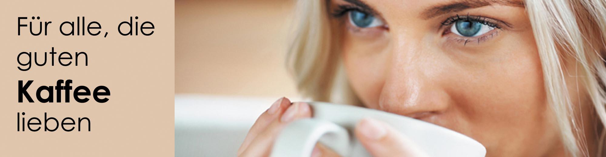 Kaffee Genuss  - Frau trinkt Kaffee